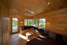 Holzverkleidung innen / Dachfenster / eingebautes Sofa & Bett