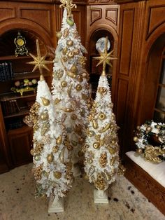 "Miniature Christmas Trees Gilded Glittering ""Della Robbie"" fruits. DesignsbyZ"