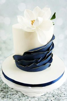 30 Ideas For Amazing Wedding Cakes ❤ See more: www.weddingforwar… 30 Ideas For Amazing Wedding Cakes ❤ See more: www. Mini Wedding Cakes, Amazing Wedding Cakes, Elegant Wedding Cakes, Amazing Cakes, Wedding Simple, Gold Wedding, Trendy Wedding, Wedding Cupcakes, Navy Wedding Cakes