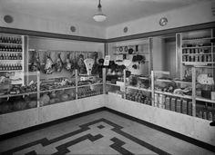 Elannon_lihamyymala_Huopalahdessa_v1934_Hgin_kaupunginmuseo_tuntematon History Of Finland, Helsinki, Old Photos, Photo Wall, Kitchen, Vintage, Historia, Finland, Old Pictures