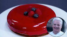 Ingredienti Base 90 g di biscotti secchi (Digestive) 30 g di burro pomata Mousse al cioccolato 350 g di panna montata fresca 125 g di latte intero 200 g di cioccolato fondente fuso 3 g di gelatina in fogli 2 cucchiai di zucchero o 1 cucchiaio di dolcificante Glassa 100 ml di latte condensato 150 g di zucchero o 75 g di dolcificante 75 g d'acqua 175 g di gocce di cioccolato bianco 12 g di gelatina in fogli Coloranti Bianco Rosso Polvere d'oro Preparazione Base Sbriciolare i biscotti e far… Burritos, Fancy Desserts, Cheesecake Bars, Learn To Cook, Biscotti, Christmas Desserts, Amazing Cakes, New Recipes, Mousse