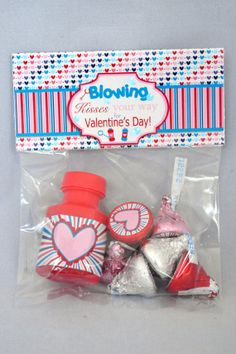 Blowing Kisses You're Way this Valentine's Day  An amazingly adorable printable Valentine's day gift set! Includes bag topper with adorable saying, bubble wrapper and kiss stickers for a perfectly coordinated gift set!