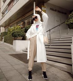 College Hijab Style That Fashion Girls Need To Try – Hijab Fashion 2020 Modern Hijab Fashion, Street Hijab Fashion, Hijab Fashion Inspiration, Muslim Fashion, Modest Fashion, Fashion Outfits, Hijab Style, Hijab Chic, Hijab Dress Party