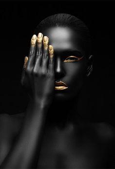 Peinture sur Corps Super creative makeup looks that many of us love. See more ideas about Makeup Black Girl Art, Black Women Art, Black Women Fashion, Black Art, Art Girl, Black Gold, Gold Fashion, Color Black, Womens Fashion