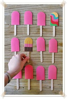 Weekend Fun: A DIY Paper Popsicle Memory Game. Looking for a sweet idea to keep kids entertained this weekend? We stumbled upon this beautiful DIY memory game idea over at the fabulous… Babysitting Kit, Babysitting Activities, Craft Activities, Indoor Activities, Summer Activities, Family Activities, Kids Crafts, Summer Crafts, Papier Diy