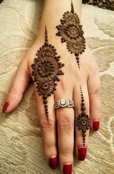Explore latest Mehndi Designs images in 2019 on Happy Shappy. Mehendi design is also known as the heena design or henna patterns worldwide. We are here with the best mehndi designs images from worldwide. Henna Hand Designs, Mehndi Designs Finger, Henna Tattoo Designs Simple, Mehndi Designs 2018, Mehndi Designs For Beginners, Modern Mehndi Designs, Mehndi Design Pictures, Mehndi Designs For Girls, Mehndi Designs Book
