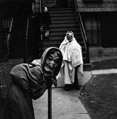Yasuhiro Ishimoto, Halloween 2, Chicago, c. 1950