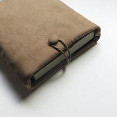 Funda libro Colección Luxury Protector libro Kiss Book   Etsy Zip Around Wallet, Bags, Etsy, Pocket Books, Book Worms, Personalized Gifts, Coin Purses, Handbags, Bag