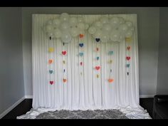 How to Make a Floating Balloon Cloud - Baby Shower Heaven Sent Theme Party - DIY Baby Shower Backdrop, Diy Backdrop, Backdrops, Diy Baby Shower Decorations, Baby Shower Themes, Shower Ideas, Balloon Centerpieces, Balloon Decorations, Floating Balloons