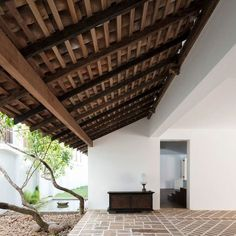 A Sri Lankan Destination That Blends Modern Design and Colonial Tradit is part of Architecture house - The spirit of tropical modernist Geoffrey Bawa lives on at his favored getaway Tropical Architecture, Facade Architecture, Contemporary Architecture, Landscape Architecture, Landscape Design, Kerala Houses, Interior Minimalista, Courtyard House, Design Moderne