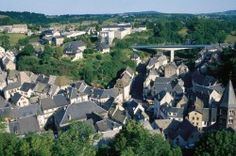 [Puy-de-Dôme] Le ruisseau de Rochefort et la ronde de la fourne Entre Rochefort-Montagne et Perpezat, le parcours emprunte à la fois des voies goudronnées, des chemins d'exploitation et des pistes forestières, ce qui permet de varier les sensations. Tantôt à découvert, tantôt au pied des contreforts du Sancy, tantôt en forêt, il y en a pour tous les goûts.