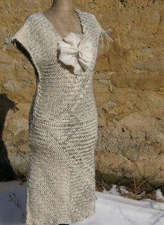 Sprang woven dress: Královna Nefertiti I