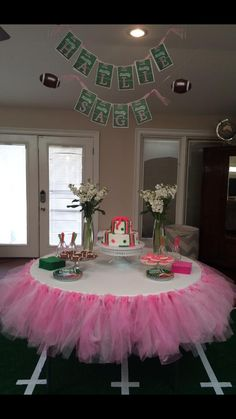 Touchdown or Tutus Gender Reveal Party from @Lauren Wilde #smallvictoriessunday #genderreveal #babyshower