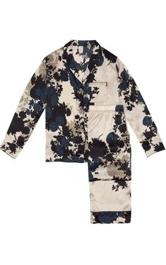 Look at our luxurious Italian silk ladies pyjama set in timeless floral blue with a backdrop of ivory. Best Pajamas, Pajamas Women, Lounge Outfit, Lounge Wear, Olivia Von Halle, Cute Sleepwear, Night Suit, Pajama Outfits, Dolce E Gabbana
