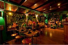 Find the names of four restaurants in Manuel Antonio, Costa Rica worth visiting.