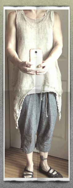 Caramayknits.com new champagne crumpled tank knit with linen and silk stainless steel layered over gauze tank, fantastic linen #hazelbrown cropped pants and jail shoes handmade by #cydwoqshoes. Perfect summer wear. #handmadeclothes #summerlayers #summerknit #madeinavl
