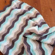 Tutorial paso a paso para realizar tu manta de ganchillo con motivo zigzag o chevrons Crochet Afghans, Crochet Granny, Love Crochet, Crochet Projects, Ravelry, Knitting Patterns, Chevron, Diy And Crafts, Blog