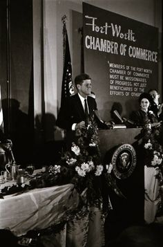 the Fort Worth Chamber of Commerce held a breakfast for President John F. Kennedy and Jackie Kennedy. American Presidents, Us Presidents, American History, Jfk Presidency, Jfk And Jackie Kennedy, Texas History, History Class, Kennedy Assassination, John Junior