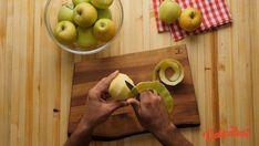 Placinta frageda cu mere (de post) · Delicatese.net Pear, Fruit, Food, Essen, Meals, Yemek, Eten, Bulb