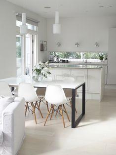 Kuistin kautta: Pieniä uudistuksia keittiön sisustuksessa Dining Table Chairs, Furniture, Instagram, Home Decor, Cooking, Woodwind Instrument, White People, Decoration Home, Room Decor
