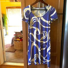 Calvin Klein purple and white abstract dress Calvin Klein purple and white abstract dress. Worn in great condition. One small bleached spot as shown in last photo which is indiscernible with the haphazard design. Calvin Klein Dresses Midi