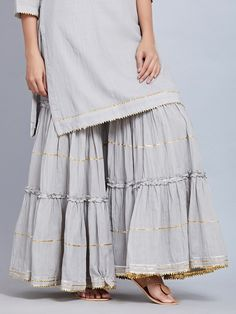 Discover recipes, home ideas, style inspiration and other ideas to try. Pakistani Fashion Casual, Indian Fashion Dresses, Dress Indian Style, Indian Designer Outfits, Pakistani Outfits, Indian Outfits, Designer Dresses, Indian Gowns, Indian Wear