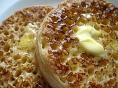 (I would agree, these are the best recipe I've found for crumpets!) The web's best crumpet recipe, for that perfect English teatime treat English Crumpets, Tea And Crumpets, Bagels, Croissants, Scones, Traditional English Food, Biscuits, European Cuisine, Afternoon Tea