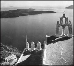 Greece History, Photomontage, Once Upon A Time, Santorini, Black And White Photography, Old Photos, Photographers, Island, Explore
