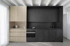 Gallery of Tiny Holiday Home / Interior Designers + Chris Collaris – 6 Interior Exterior, Home Interior, Kitchen Interior, Kitchen Design, Interior Design, Kitchen Furniture, Black Kitchens, Home Kitchens, Kitchen Black