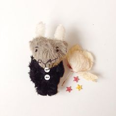 Mouse Brooch animal brooch stuffed animals by CreaturesPretenders