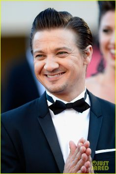 Jeremy Renner: Immigrant Cannes Premiere!