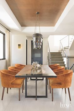 Beautiful interior design features Moniker custom table in this private home in Coronado, California. Interior Design by STUDIO … Best Dining Room Colors, Living Room Colors, Modern Dining Table, Dining Table In Kitchen, Interior Design Living Room Warm, Swing Table, Luxury Dining Room, Restaurant Tables, Dining Room Furniture