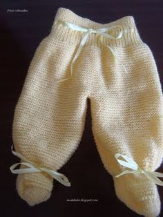 Strickrezept: TRICOT Pants with Booties 2020 – Baby Kleid -Kleidung Dresses 2020 Baby Knitting Patterns, Knitting For Kids, Loom Knitting, Baby Patterns, Knitting Machine, Baby Staff, Baby Overall, Pull Bebe, Baby Pullover
