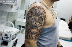 Чёрно-белая татуировка с изображением тигра в стиле реализм
