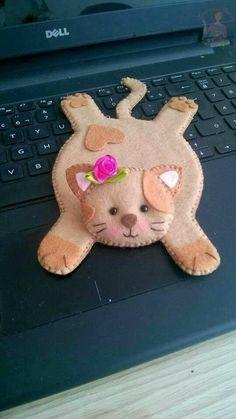 trendy crochet cat coasters mug rugs Fleece Crafts, Felt Crafts Diy, Cat Crafts, Felt Diy, Fabric Crafts, Sewing Crafts, Sewing Projects, Cat Coasters, Felt Patterns