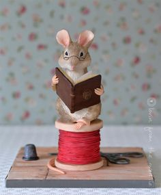 Beatrix Potter Mouse Cake ~ Lovin' From the Oven Fondant Figures, Fondant Cakes, Peter Rabbit Books, Peter Rabbit Cake, Beatrix Potter Cake, Cake Topper Tutorial, Cake Toppers, Fondant Animals, Sculpted Cakes
