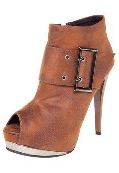 Ankle Boot Crysalis Fivela Caramelo - Marca Crysalis