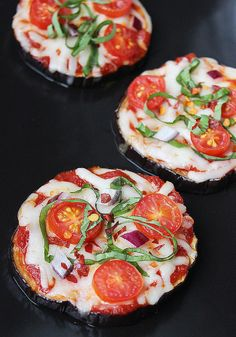Cutting back on carbs doesnt mean you have to give up meals that youll actually crave — there are more dinner options out there than pasta! These 26 recipes are healthy, are packed with flavor, and range between 5 and 26 grams of carbs per serving. Eggplant Pizzas More Eggplant Pizzas, Low Carb, Low Calories, Dinners Recipe, Fitness, Healthy Eating, Pizza Pies, Eggplants Pizza, Healthy Food Low-Carb Dinner Recipes | POPSUGAR Fitness Instead of a Pizza Pie, Try Eggplant Pizzas Eggplant Pizzas…