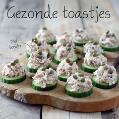 Healthy toasts with tuna salad are super easy to make and very tasty . Appetizer Recipes, Snack Recipes, Food Porn, Healthy Snacks, Healthy Recipes, Snacks Für Party, Tortilla, Appetisers, High Tea