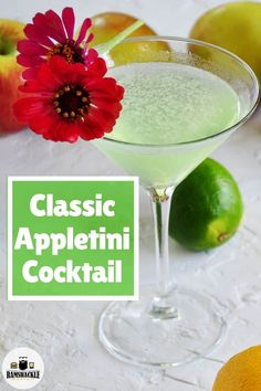 This is an easy and classic Appletini Cocktail recipe. This sour vodka drink is simple and has a ton of flavor. This is an easy and classic Appletini Cocktail recipe. This sour vodka drink is simple and has a ton of flavor. Vodka Cocktails, Cocktail Drinks, Fun Drinks, Yummy Drinks, Martinis, Alcoholic Beverages, Summer Cocktails, Coctails Recipes, Drinks Alcohol Recipes