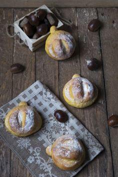 I panini soffici di zucca sono preparati con il metodo tangzhong che permette di avere un risultato leggero come una nuvola. Perfetti anche farciti! Panini, Muffin, Breakfast, Food, Morning Coffee, Essen, Muffins, Meals, Cupcakes