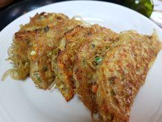 남녀노소 좋아하는 계란만두 만드는법 : 네이버 블로그 Good Food, Yummy Food, Asian Recipes, Ethnic Recipes, Vegetable Seasoning, Light Recipes, Korean Food, International Recipes, Food Plating