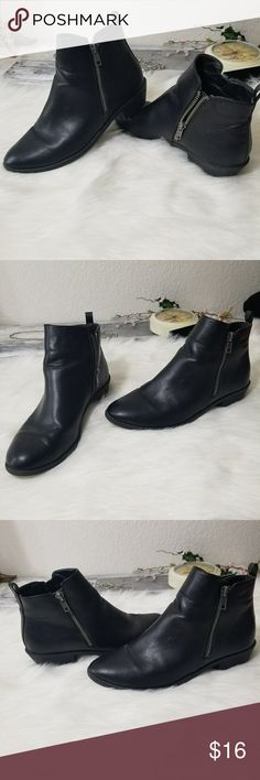 Forever 21 booties They are in good condition  size 7  1/2  Has a couple signs of wear not too much  Inside zippers go down outside zippers don't i guess just for decor Forever 21 Shoes Ankle Boots & Booties