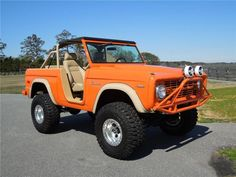 This 1970 Ford Bronco sold at Barrett Jackson in September Classic Bronco, Classic Ford Broncos, Ford Classic Cars, Classic Trucks, Jeep Xj, Jeep Truck, Bronco Ii, Early Bronco, Chevrolet Trax