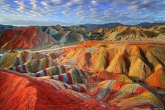 Magical Rainbow Mountains at the Zhangye Danxia Landform Geological Park in Gansu , China Rainbow Mountains China, Colorful Mountains, Peru Mountains, Machu Picchu, Zhangye Danxia Landform, Formations Rocheuses, Beau Site, Pamukkale, Peru Travel