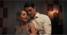 First trailer for A Discovery of Witches starring Teresa Palmer and Matthew Goode, based on the book by Deborah Harkness leaves us with a big question. When does it air? Witch Tv Shows, Witch Tv Series, Matthew Goode, Book Of Life, The Book, Witch Gif, Amc Networks, Deborah Harkness, Homo