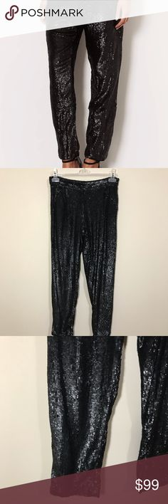 """NWT TOPSHOP BLACK SEQUIN PANTS SZ4 NWT TOPSHOP BOUTIQUE SEQUIN SLIM TROUSER PANTS. US SIZE 4. NWT NO IMPERFECTIONS. FRONT ZIPPER CLOSER. MINI SEQUIN DETAIL. ANKLE LENGTH-PERFECT WITH HEELS. AWESOME HOLIDAY PIECE. SOLD OUT EVERYWHERE. RETAILS $170. THIS IS THE MUST HAVE THIS SEASON. WAIST 14"""" ACROSS 10"""" RISE 27"""" INSEAM 36"""" LENGTH HOLIDAY,PARTY,COCKTAIL,EVENING,NEW YEARS,WEDDING,SPECIAL OCCASION,PROM 173-A Topshop Pants Ankle & Cropped"""