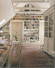 I love the idea of a whole wall library.. A great way to encourage the kids into book collecting and reading.