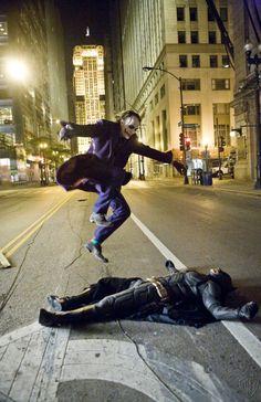 The Joker (Heath Ledger) and Batman (Christian Bale) behind the scenes of The Dark Knight Le Joker Batman, Der Joker, Joker Heath, Joker And Harley, Joker Art, Batman Dark, Harley Quinn, Joker Comic, Gotham Batman