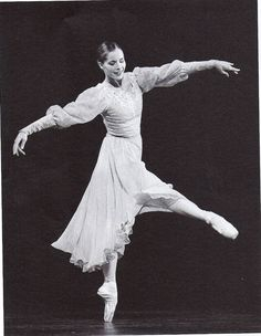 Darcey Bussell - One of the most beautiful ballet dancers to watch! Ballet Feet, Ballet Dancers, Bolshoi Ballet, Shall We Dance, Lets Dance, Ballet Images, Australian Ballet, George Balanchine, Nureyev
